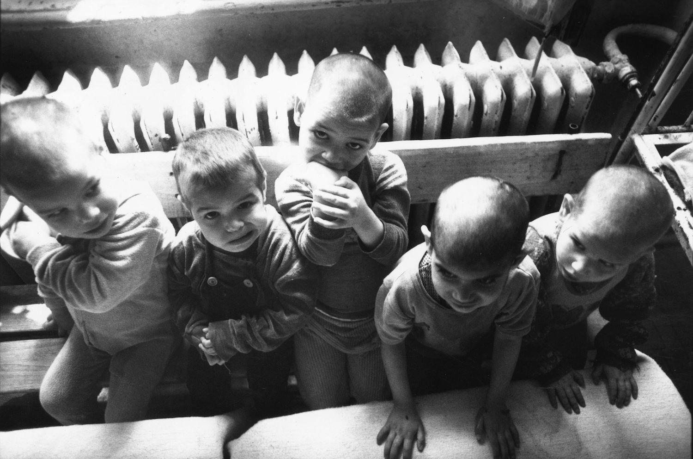 Румынские сироты. Фото — Foreign Policy.