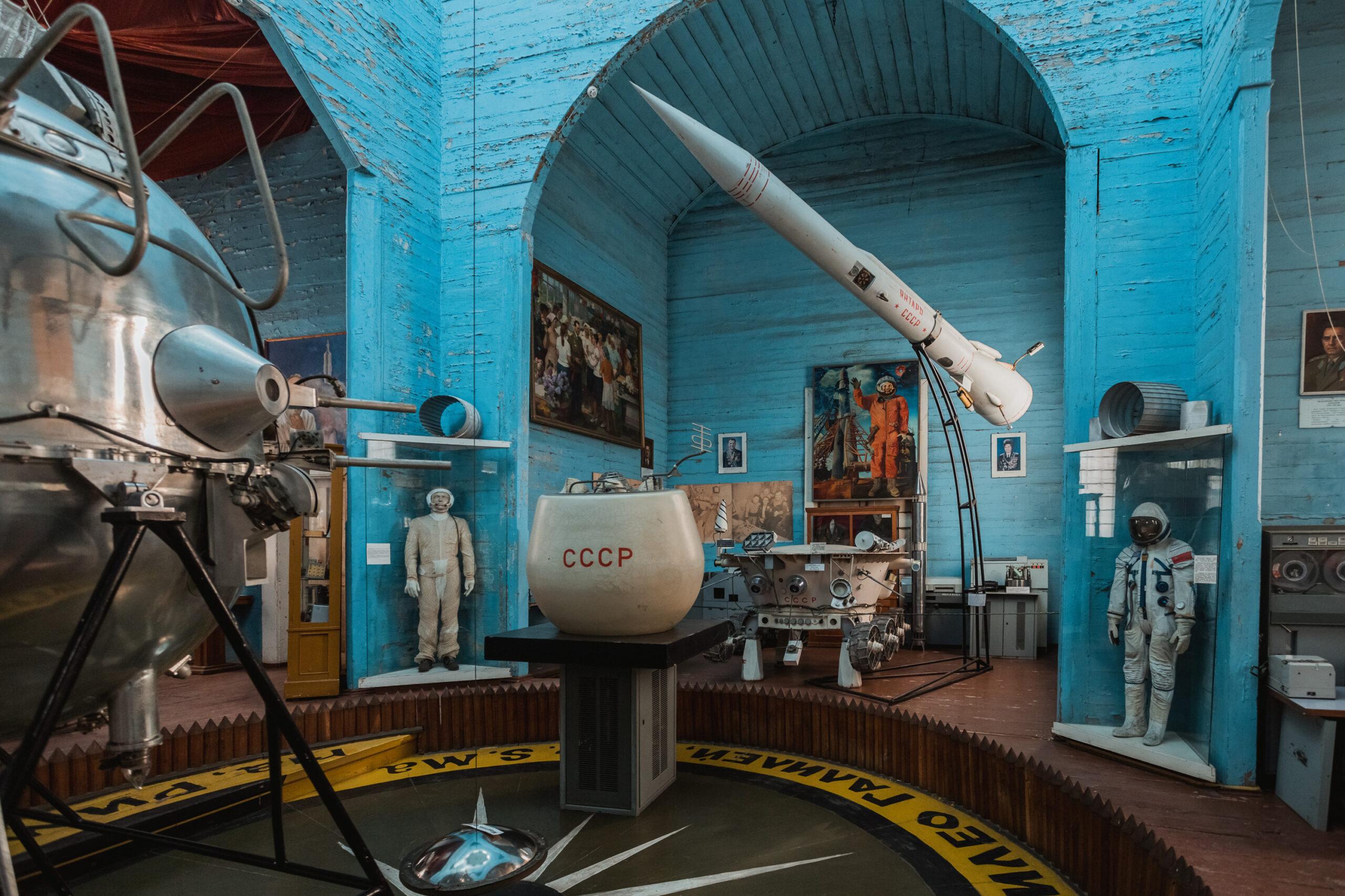 Музей космоса, радиостанция, штаб КГБ. Чем в СССР были здания храмов Украины