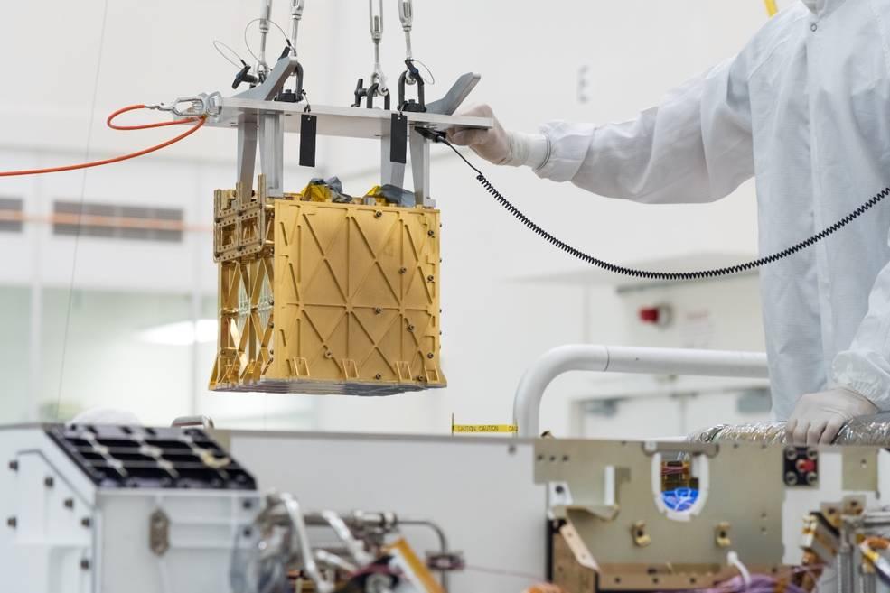 На фото — Mars Oxygen In-situ Resource Utilization Experiment.