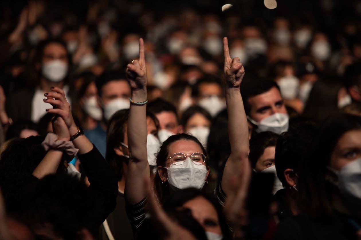 В Испании прошел концерт-эксперимент на пять тысяч человек. Коронавирус обнаружен только у шестерых