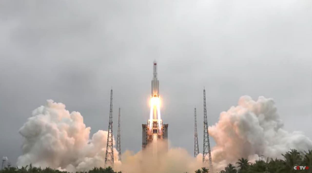 Китай запустил на орбиту первый модуль новой космической станции