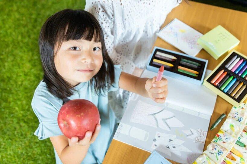 Японская дизайнерка создала съедобные детские карандаши. Из риса и овощей