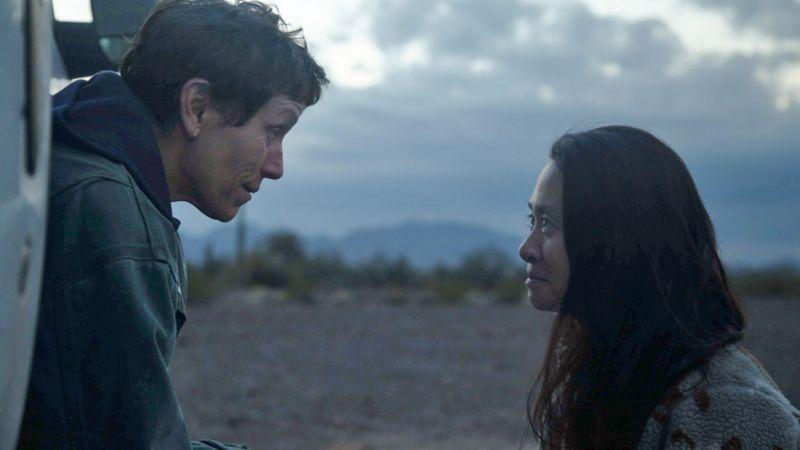 Исполнительница главной роли Фрэнсис МакДорманд (слева) и Хлоя Чжао. Фото — Searchlight Pictures.