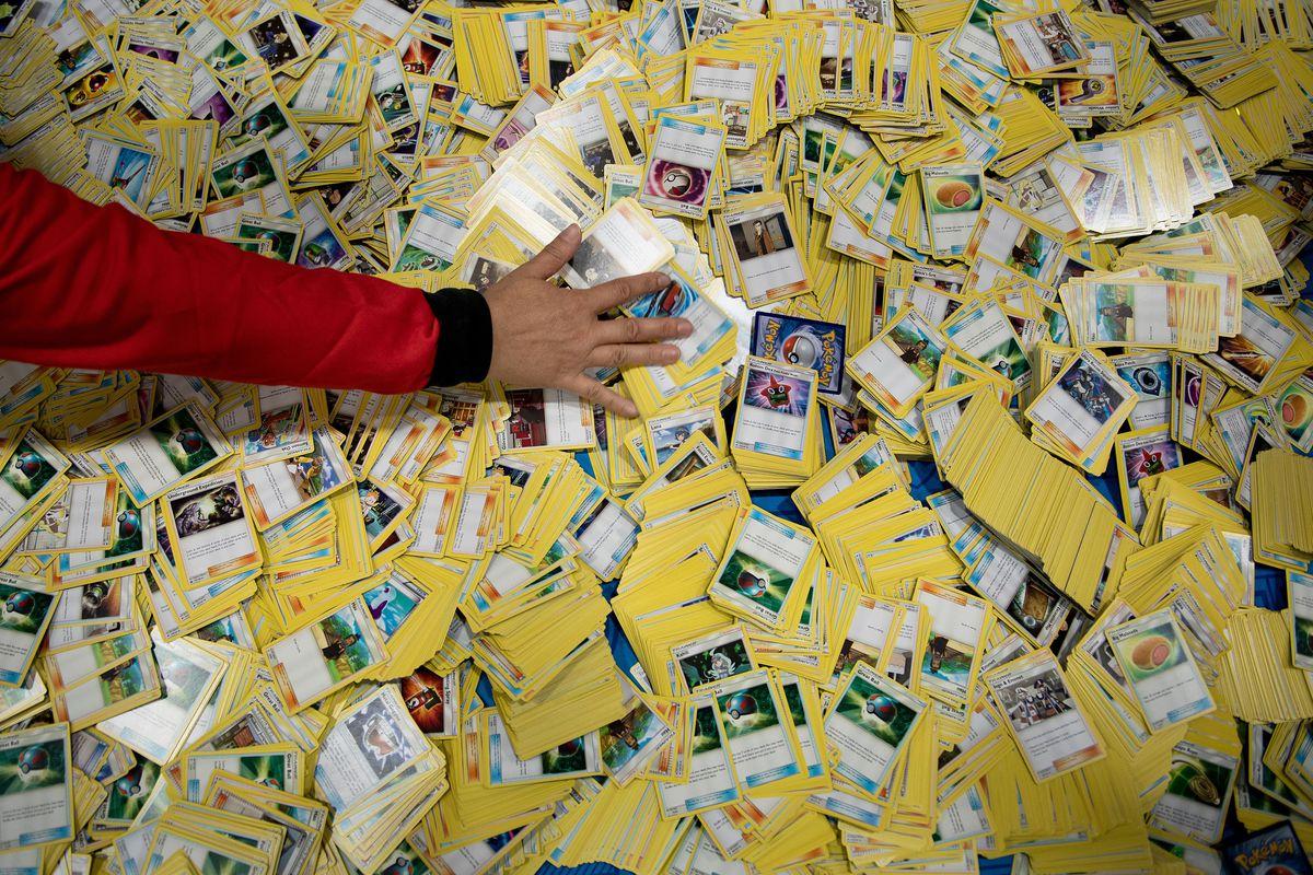 Американская сеть супермаркетов перестанет продавать карточки с покемонами из-за драк посетителей