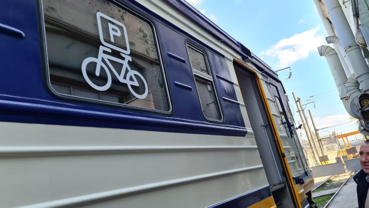«Укрзалізниця» запустит электричку с местами для велосипедов