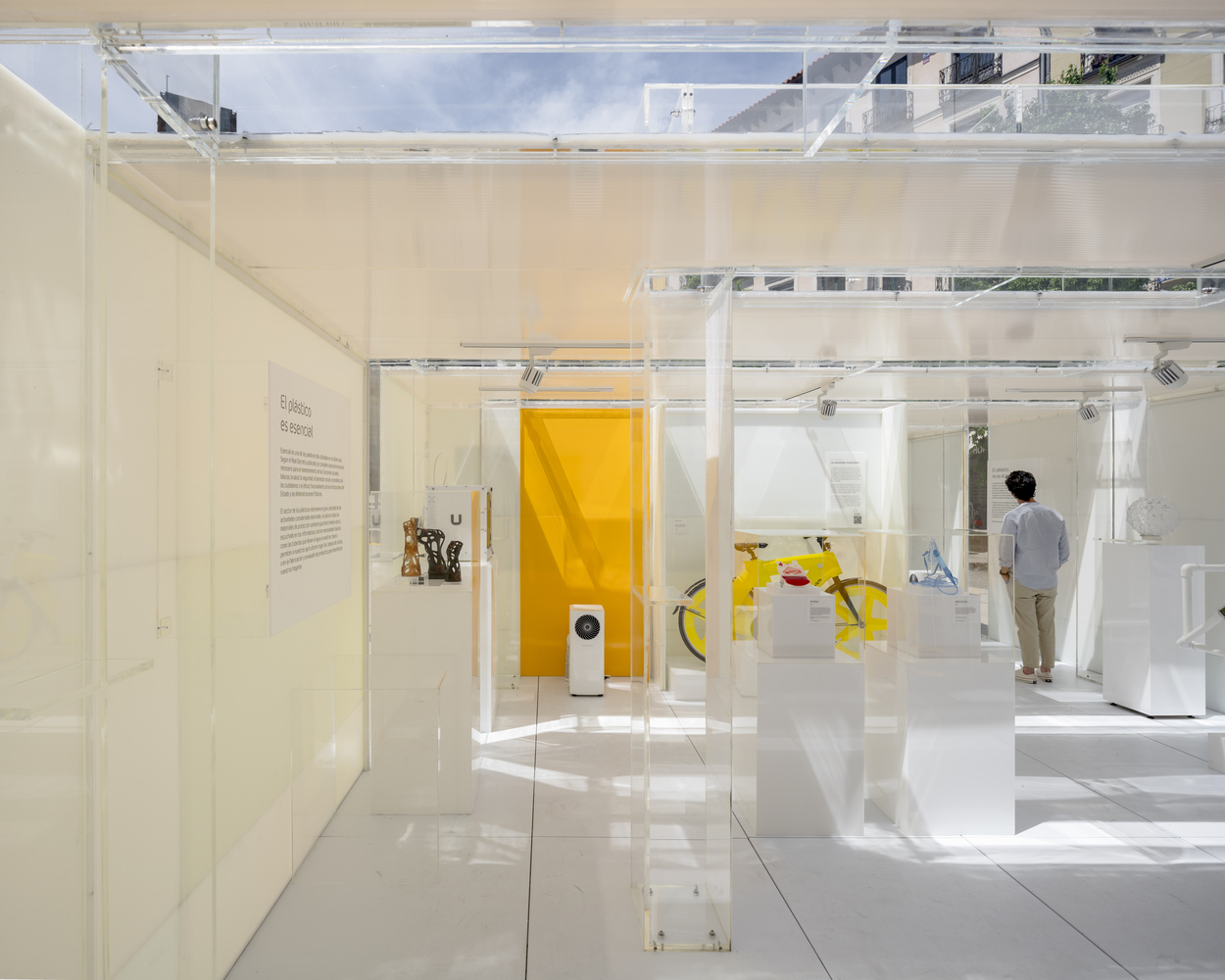 В Мадриде открыли музей из пластика. Через десять дней его переработали