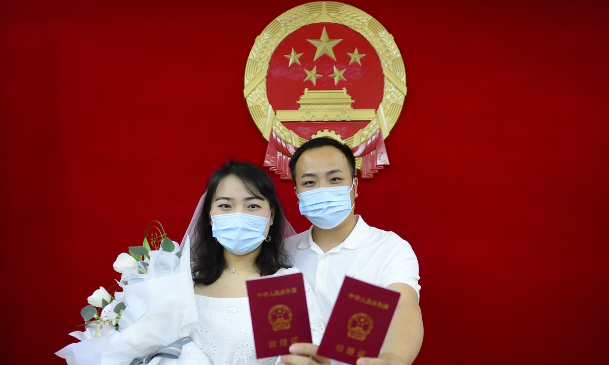 В Китае количество разводов снизилось на 70% после введения закона «Об остывании»