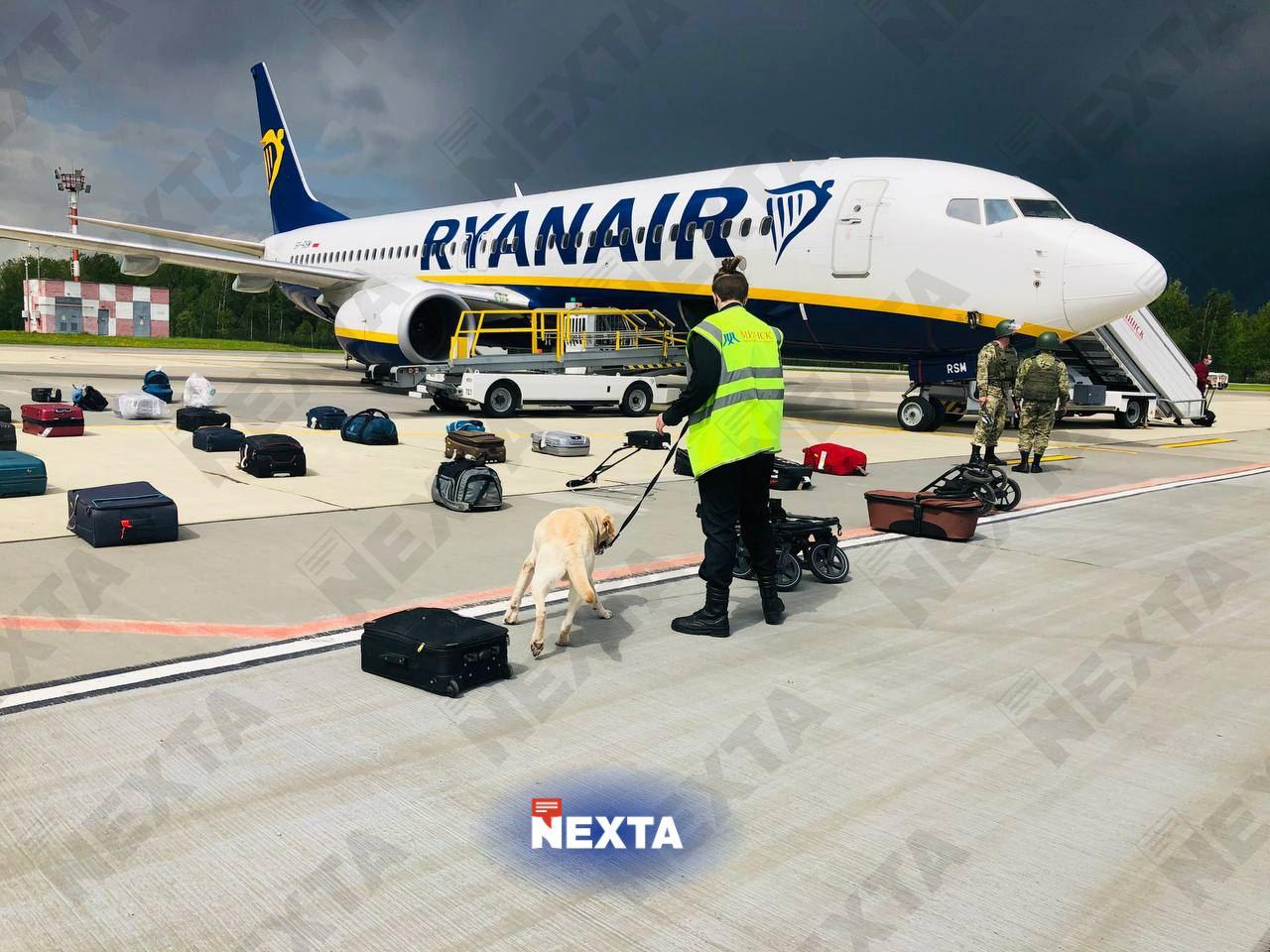 Пассажиров рейса, на котором летел Протасевич, держат в аэропорту Минска