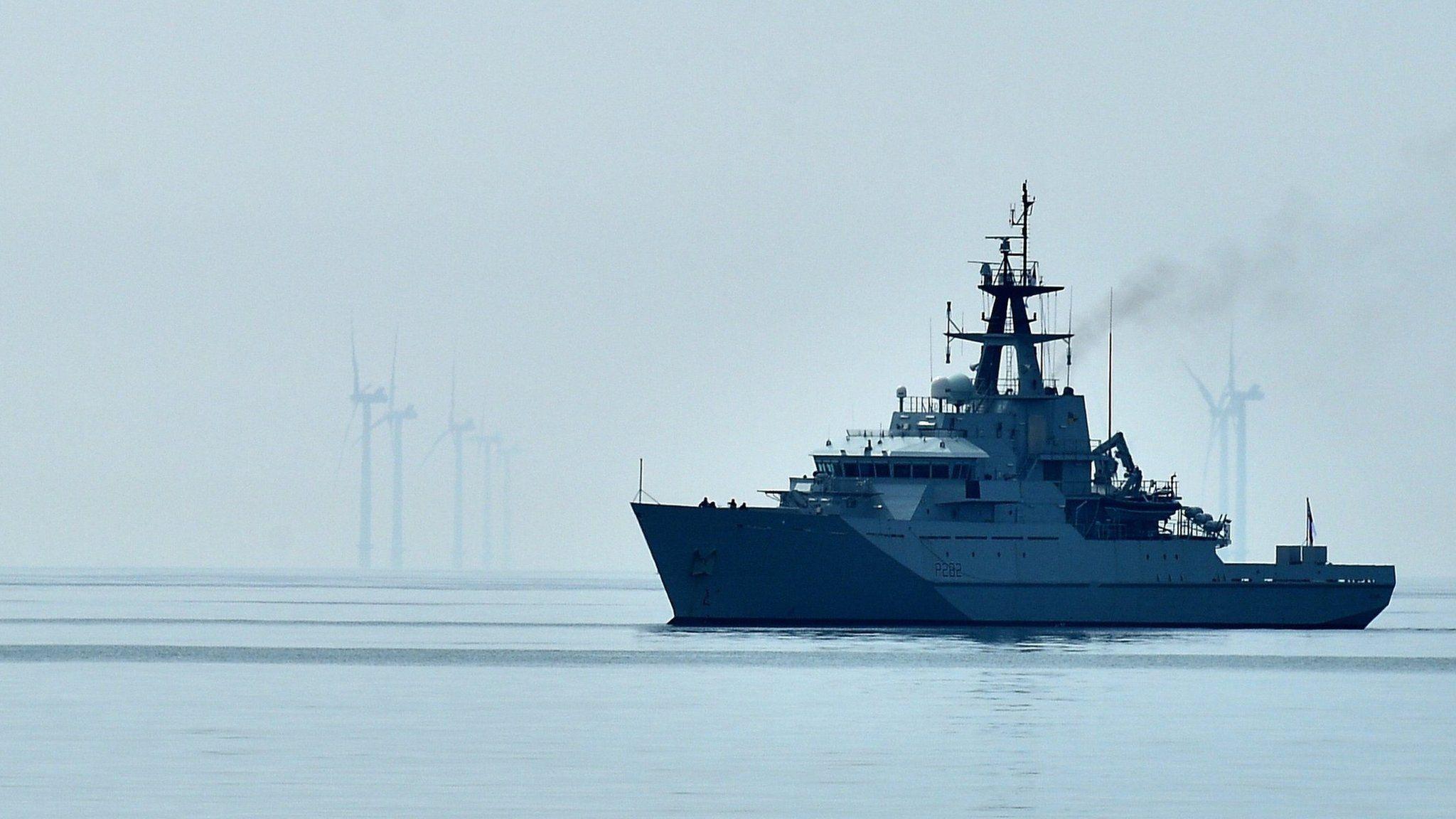 Франция угрожает отключить электричество на британском острове, Британия направляет военные корабли. Объясняем, что происходит