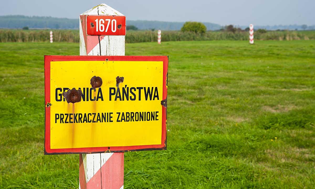 Польша будет вакцинировать украинских заробитчан прямо на границе