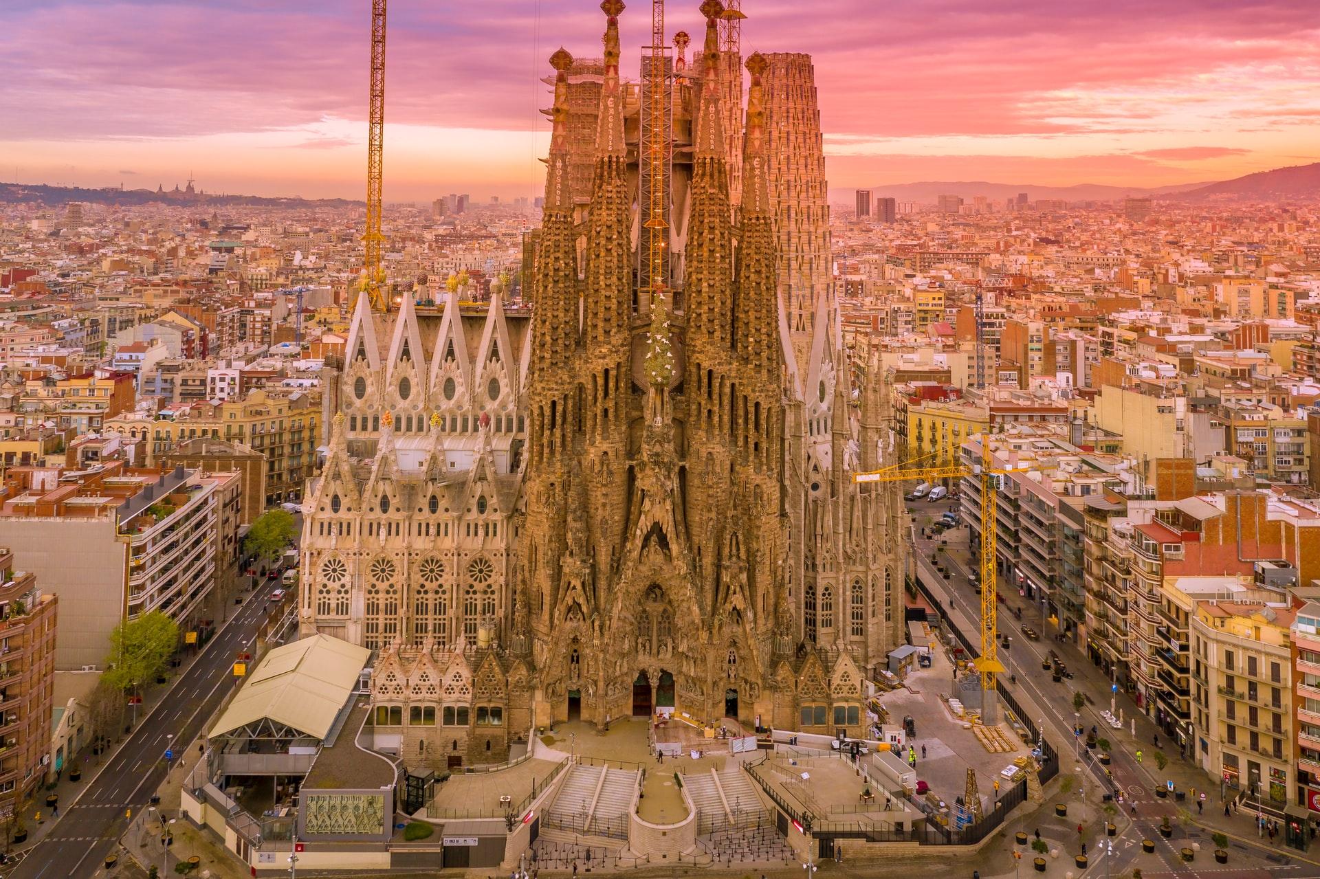 Испания открывается для иностранных туристов. Для въезда нужно быть вакцинированным