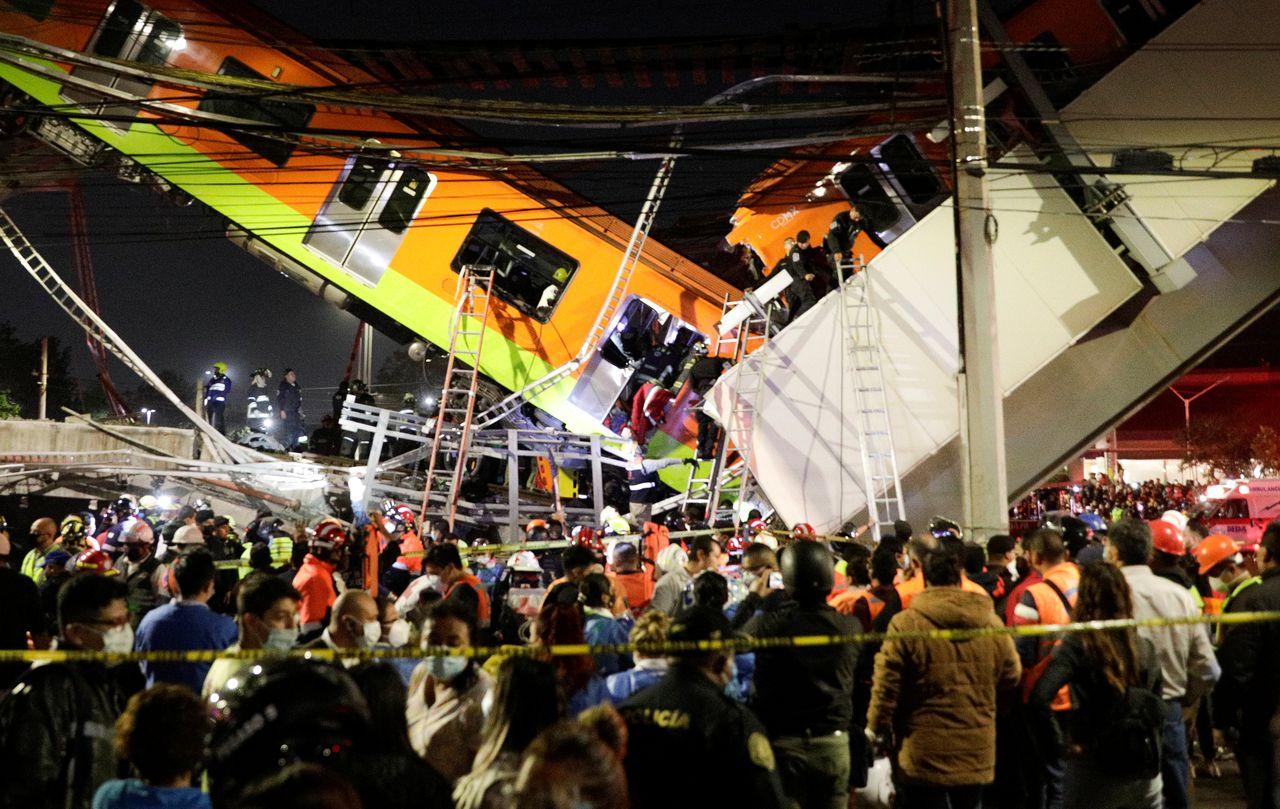 В Мехико обрушился метромост с поездом. Погибло 20 человек