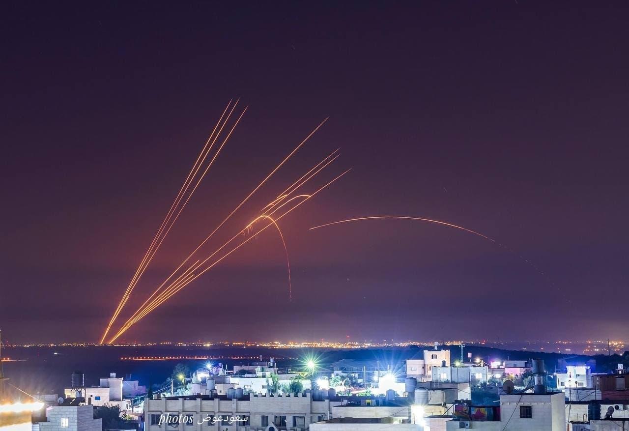 Тысячи ракет в небе над Израилем. Только фото и видео