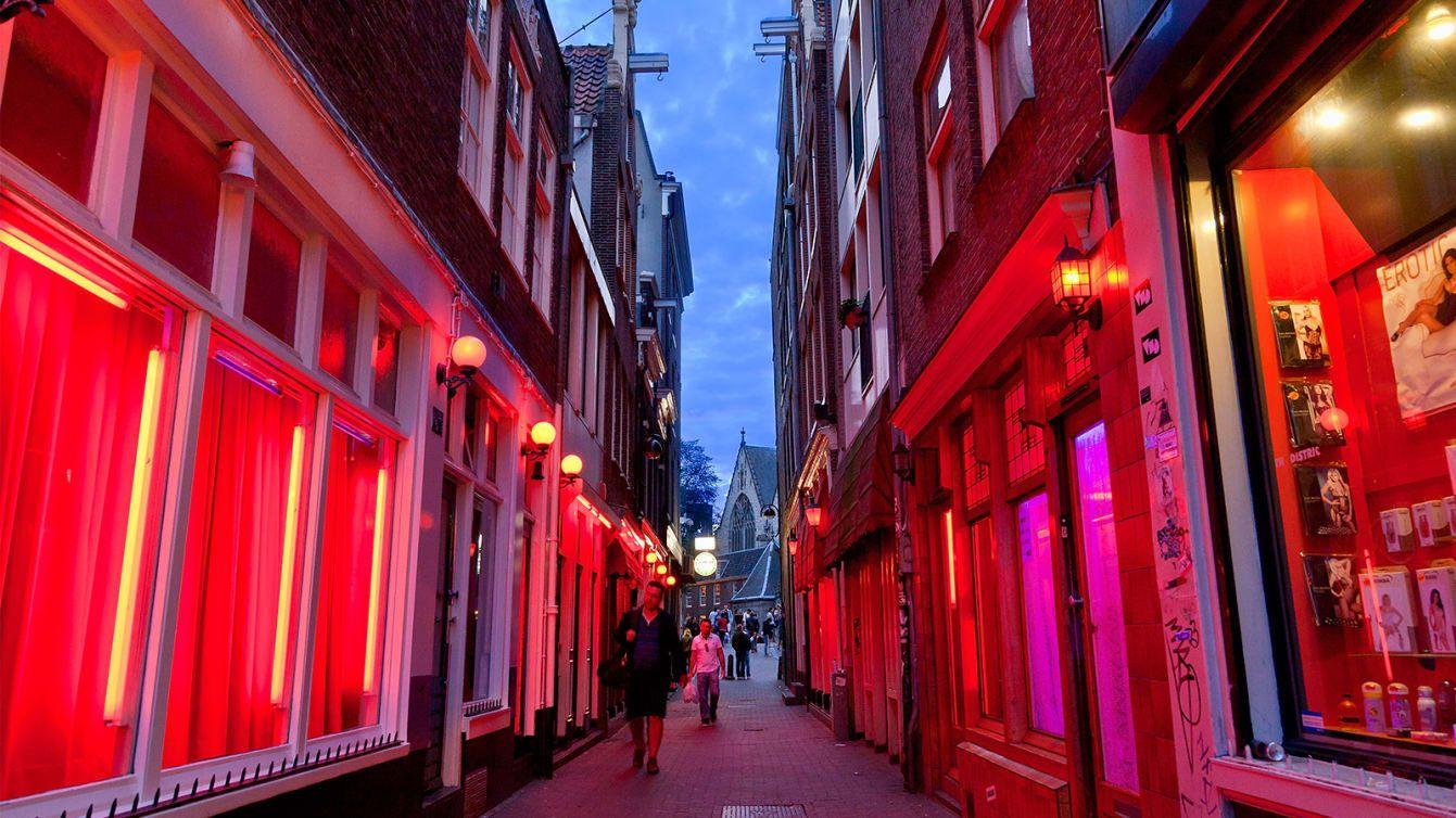 Амстердам собирается перенести улицу красных фонарей из центра в пригород