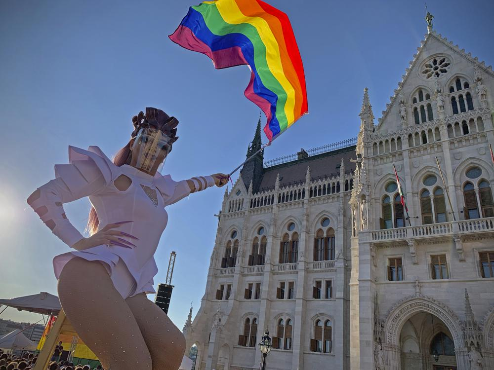 Венгрия приняла закон о запрете «пропаганды ЛГБТ» в школах. Что это значит