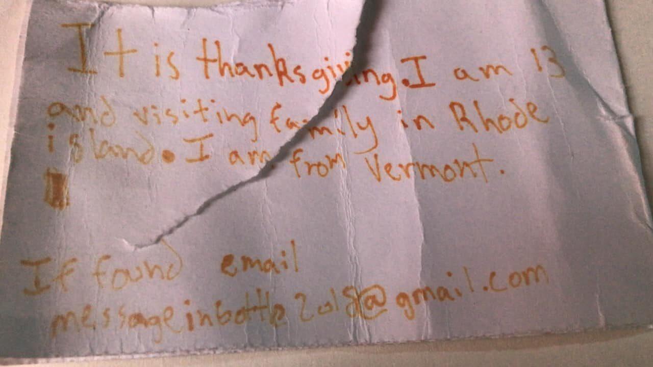 «Сегодня День благодарения. Мне 13, и я в гостях у семьи в Род-Айленде. Я из Вермонта. Если нашли эту записку, напишите на электронную почту messageinbottle2018@gmail.com», — указывается в письме.