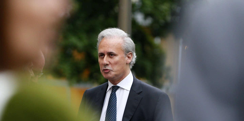 Во Франции мэр, который управлял городом из тюрьмы, подал в отставку