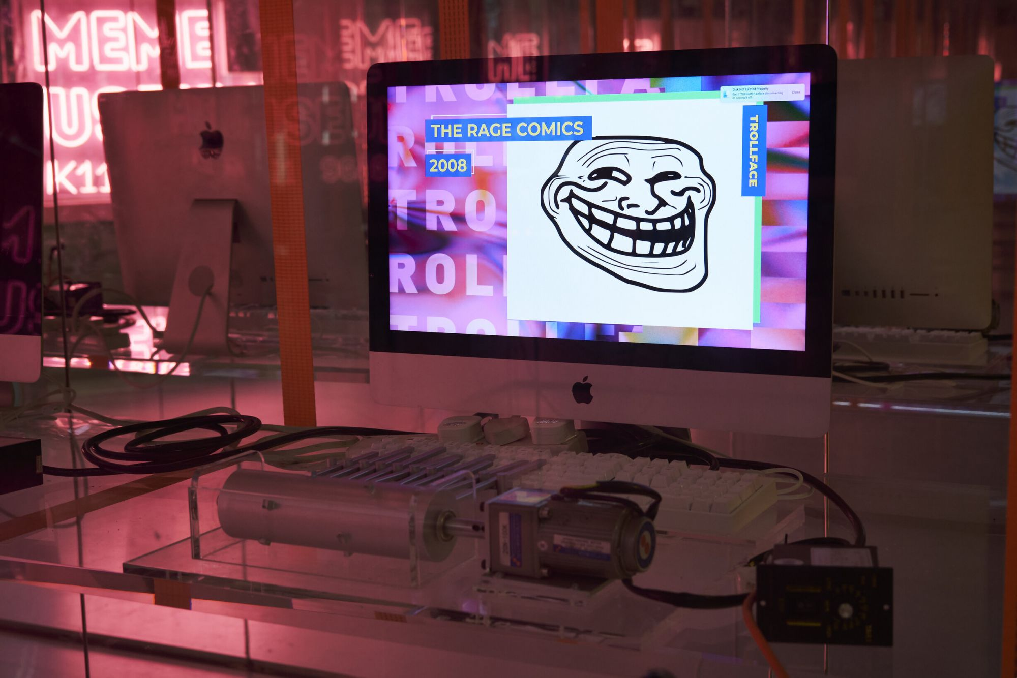 Онлайн-платформа с мемами 9GAG открыла музей мемов в Гонконге. Как он выглядит