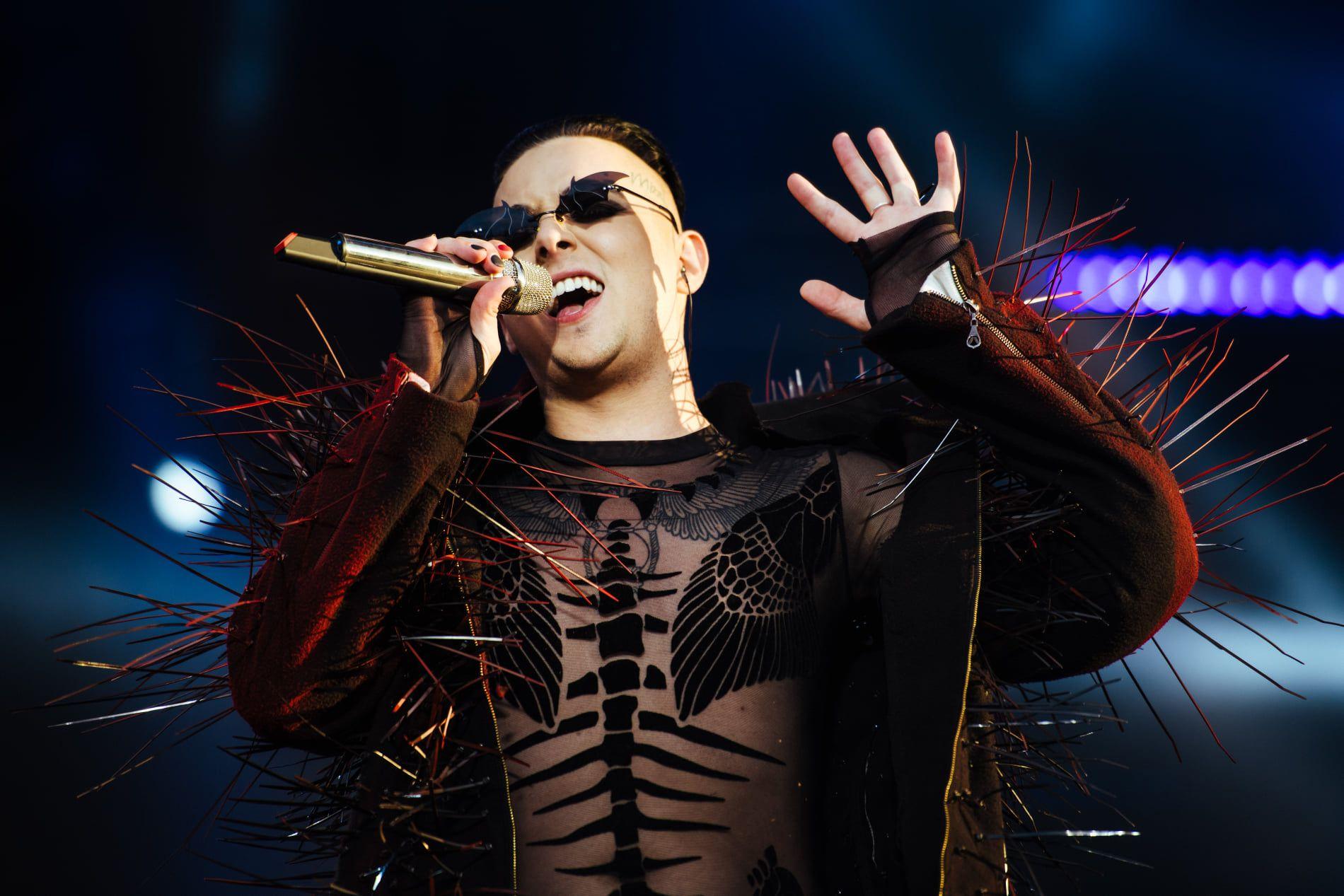 Украинский певец Melovin совершил каминг-аут. Это вырезали из эфира