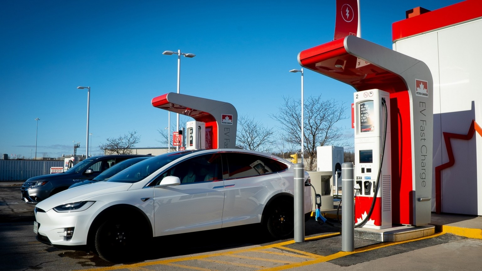 Канада запретит продажу автомобилей на бензине с 2035 года