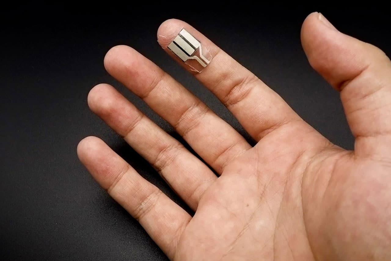 Американские инженеры создали «пластырь», генерирующий электричество из пота даже во сне