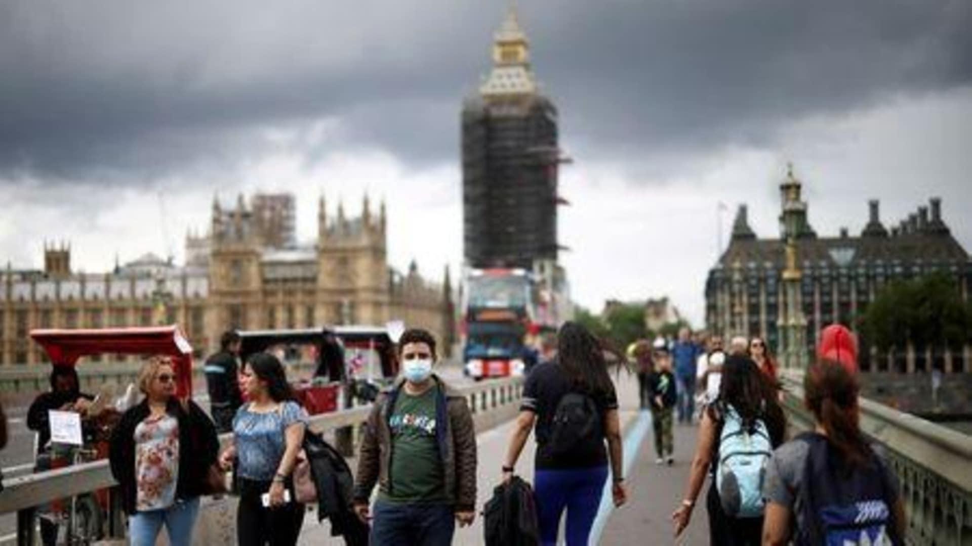 Англия отменила большинство карантинных ограничений