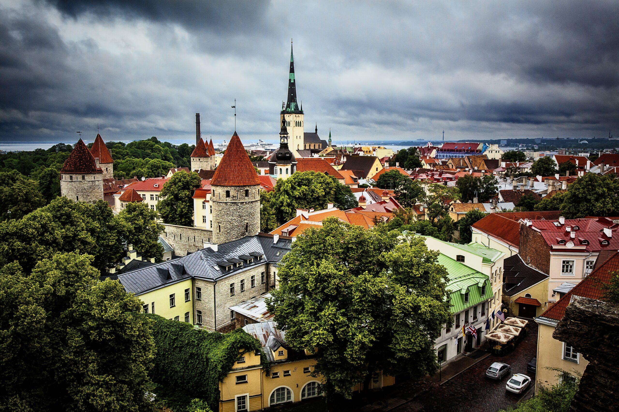 Эстония открылась для украинских туристов. Но только вакцинированных