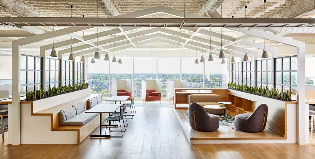 Просторный холл в одном из офисов Нью-Йорка. Фото — LendingTree.