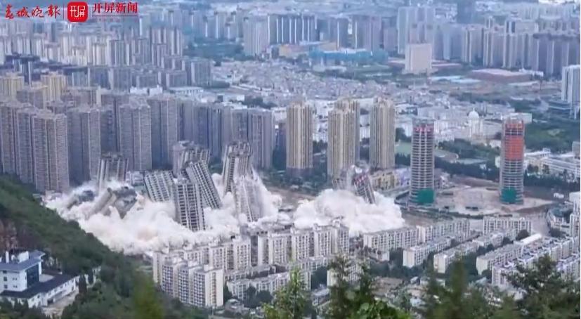 Видео дня. В Китае снесли 15 небоскребов одновременно