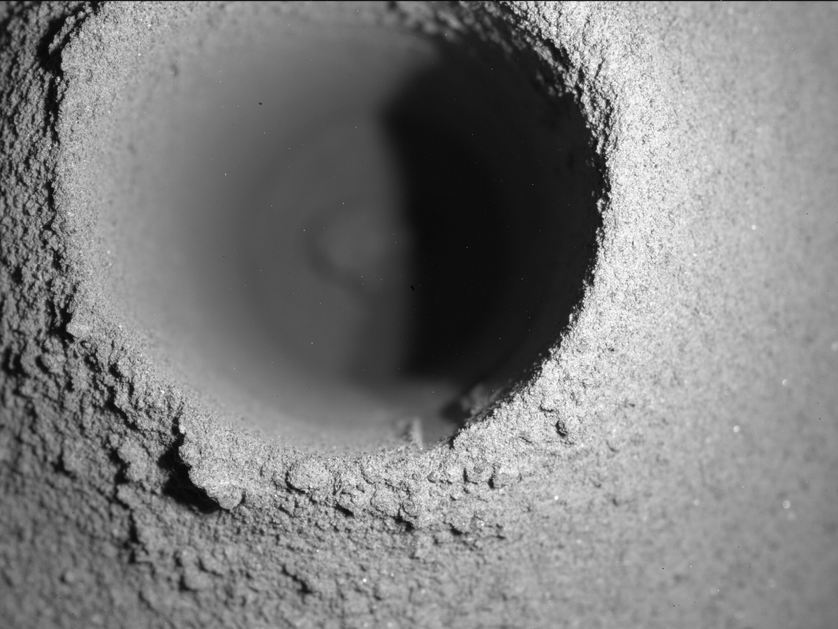 NASA выяснили, почему у марсохода не получается собрать грунт