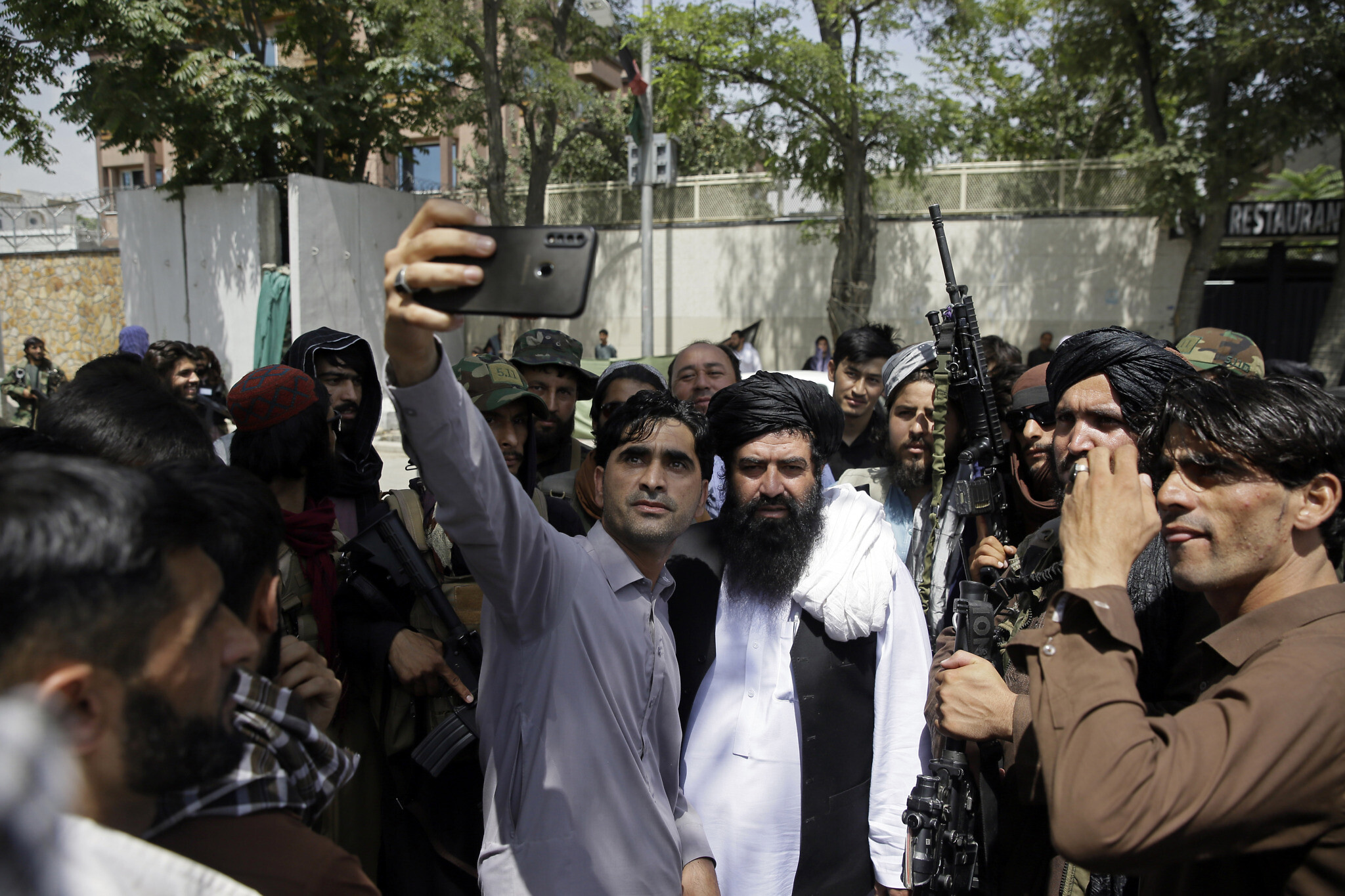 Facebook отключил функцию просмотра друзей для профилей из Афганистана. Чтобы защитить от преследований