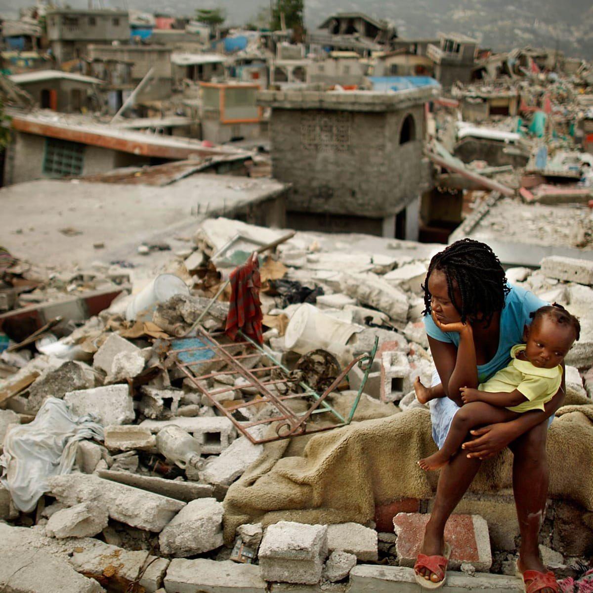 На Гаити из-за землетрясения погибли 300 человек. Сотни пропали без вести