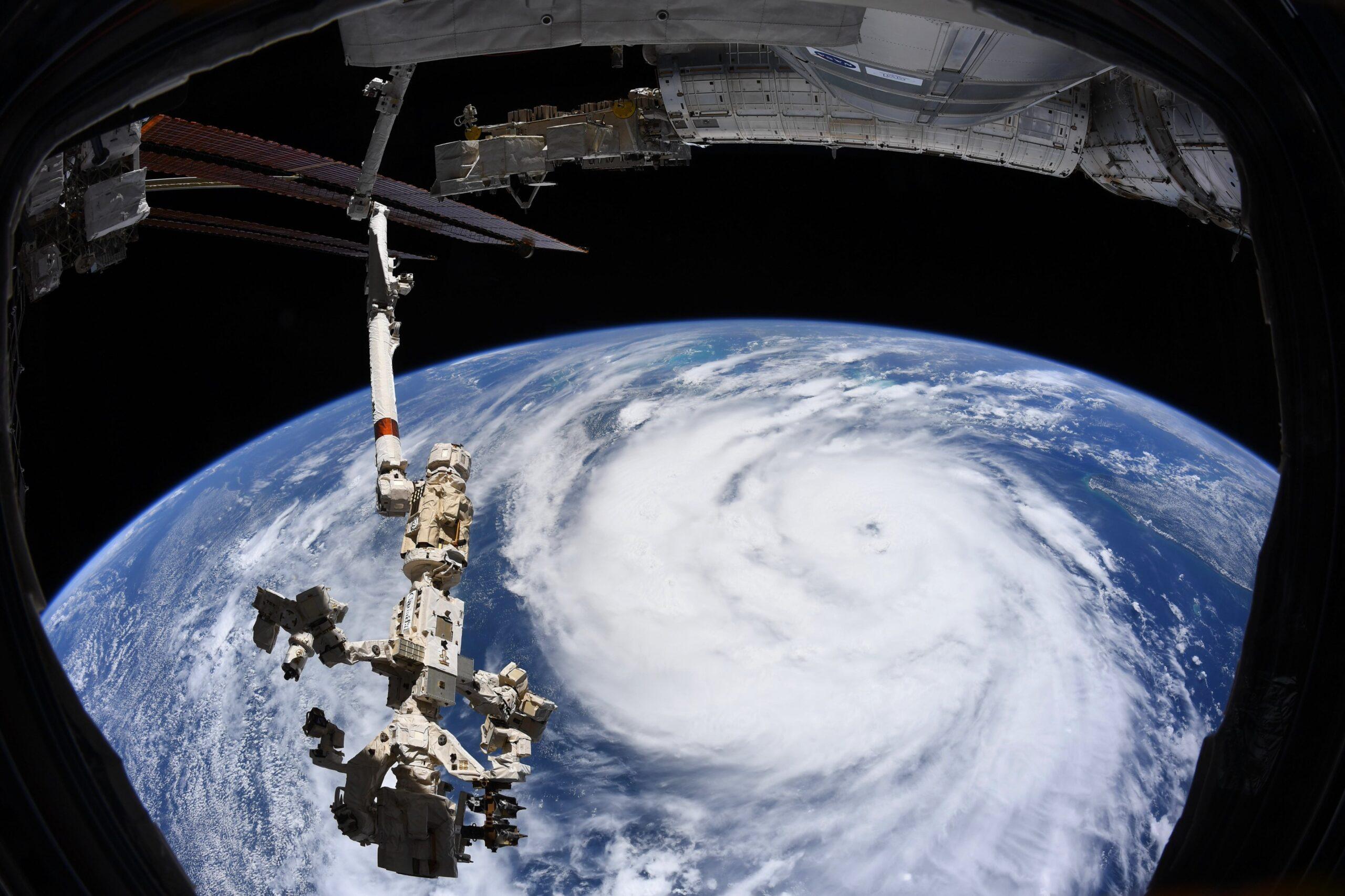 Снимок дня. Ураган «Ида» из космоса