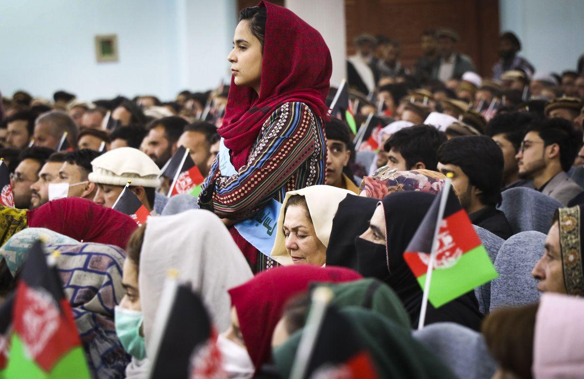 Из-за поведения боевиков. «Талибан» приказал женщинам Афганистана оставаться дома