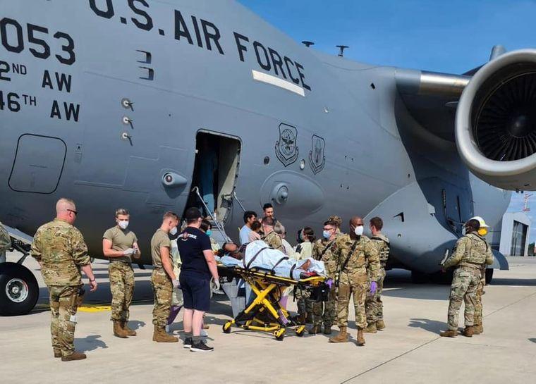Женщина родила прямо во время эвакуационного рейса из Афганистана