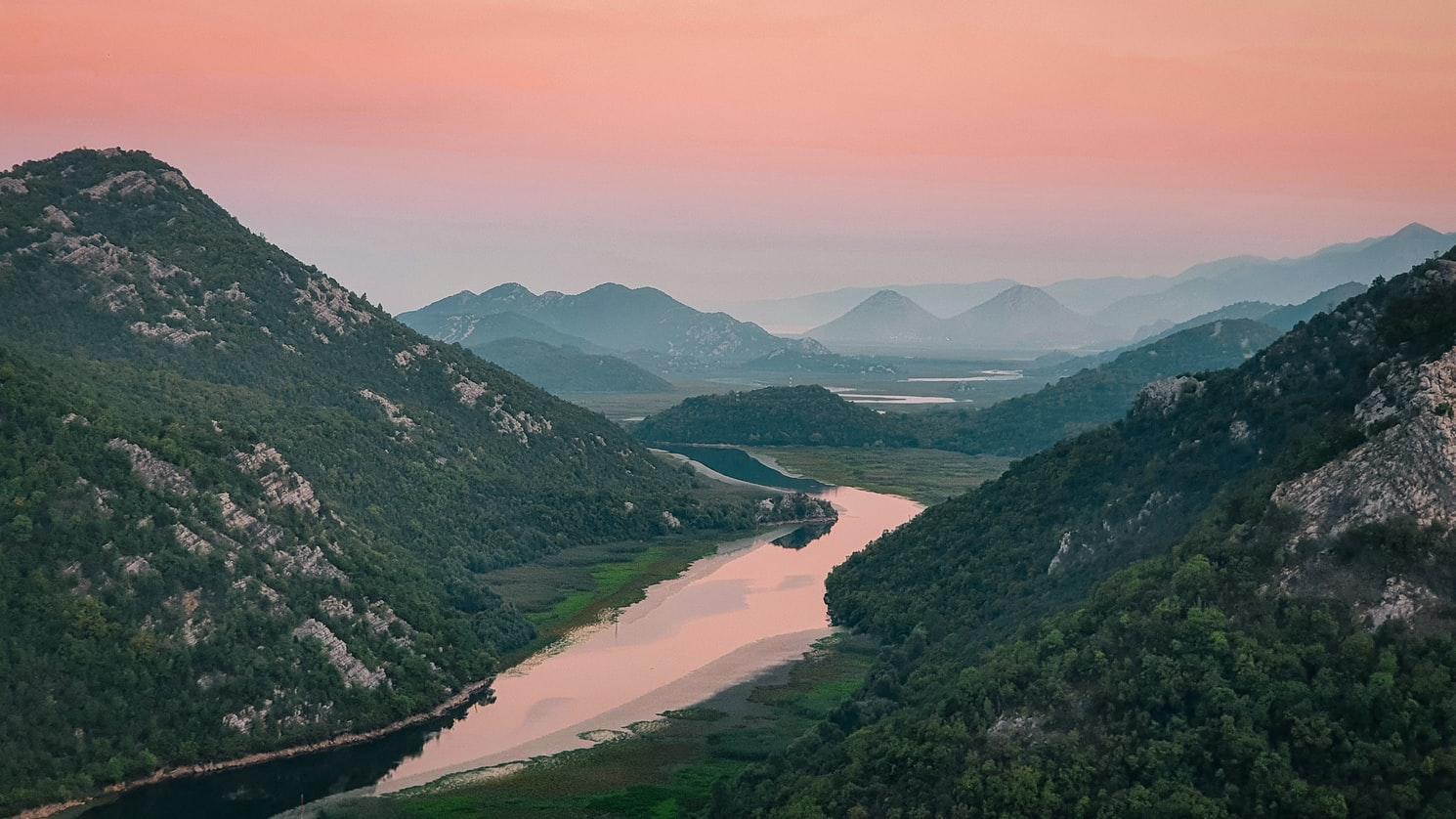 Черногория вводит ограничения на въезд в страну. Что нужно знать туристам