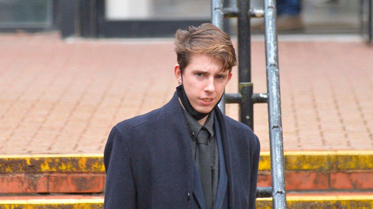 Британский суд приговорил неонациста к чтению Шекспира, Диккенса и Джейн Остин. И двум годам условно