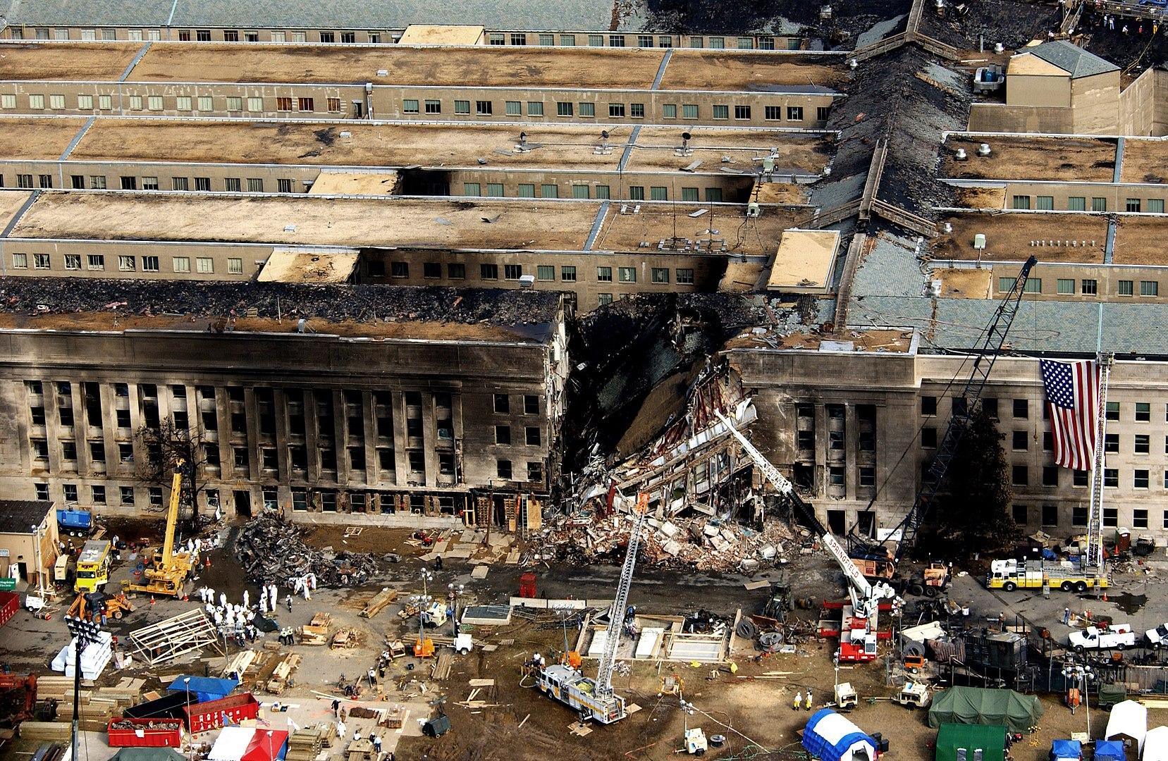 Разрушенное здание Пентагона. Террористы, которых поддерживал аль-Баюми, угнали самолет и врезались именно в Пентагон.