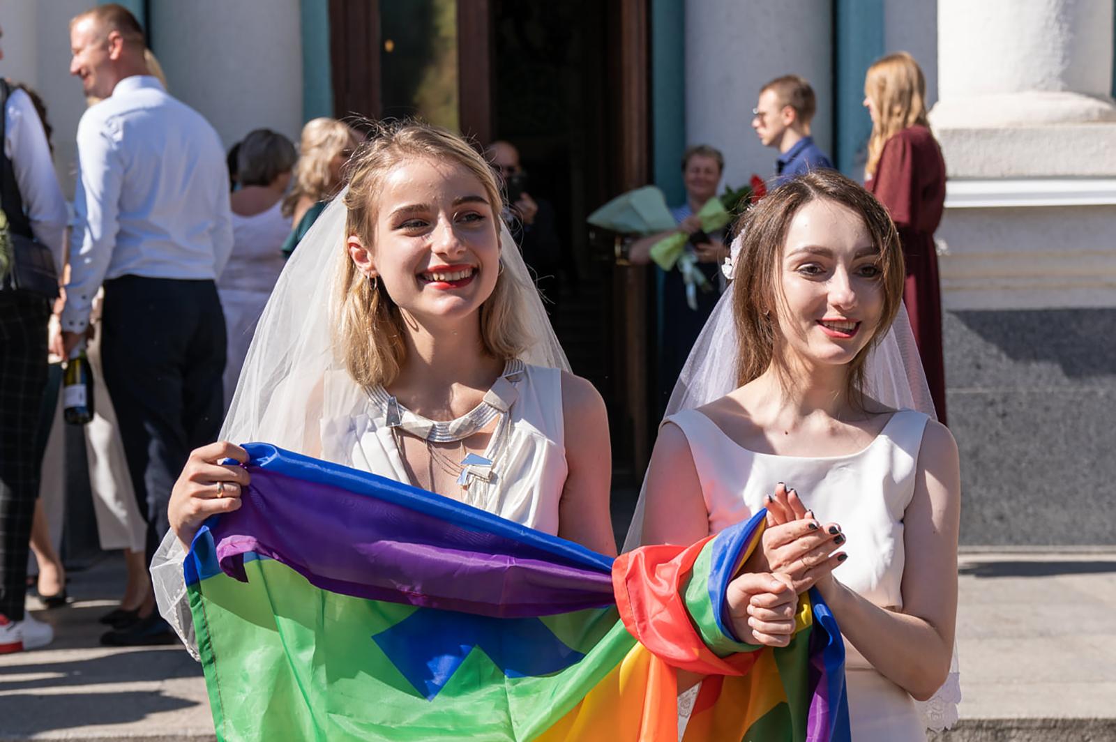 В Харькове прошла ЛГБТ-свадьба двух девушек