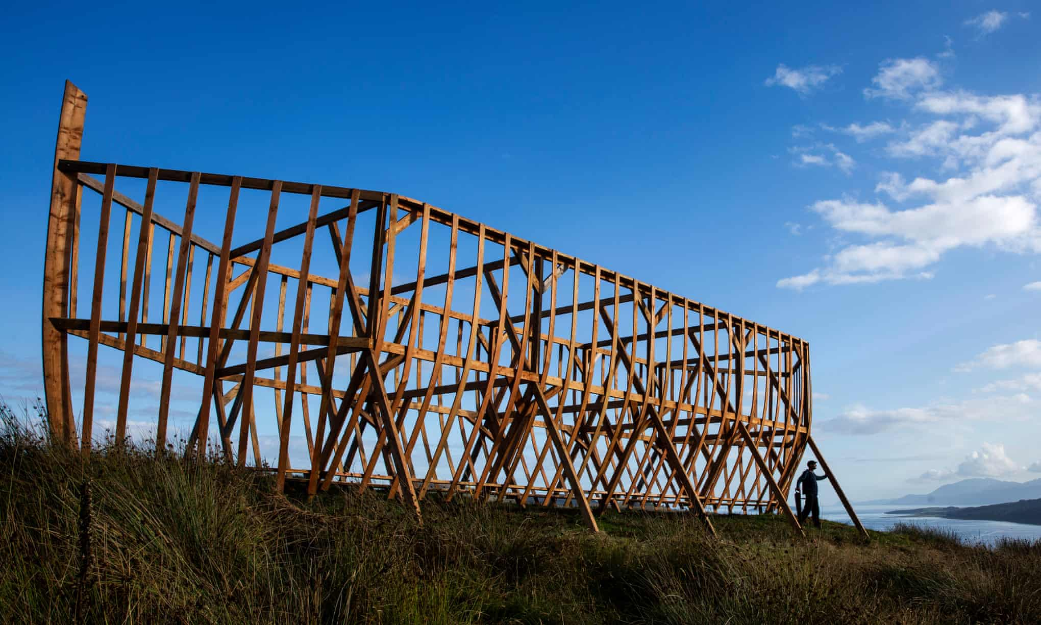 Шотландец построил на холме 20-метровый ковчег. Как он выглядит