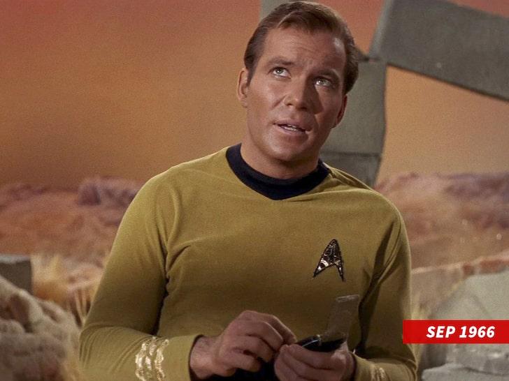 Уильям Шетнер в роли капитана Кирка.