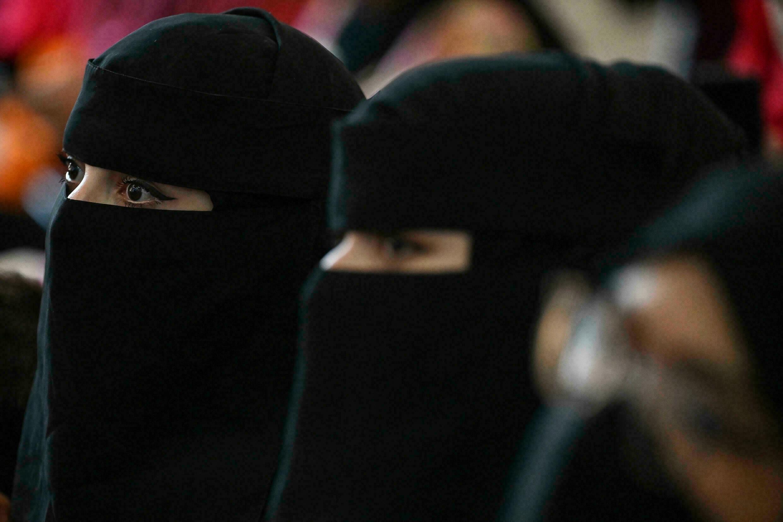 «Талибан» запретил мужчинам и женщинам вместе учиться в университетах