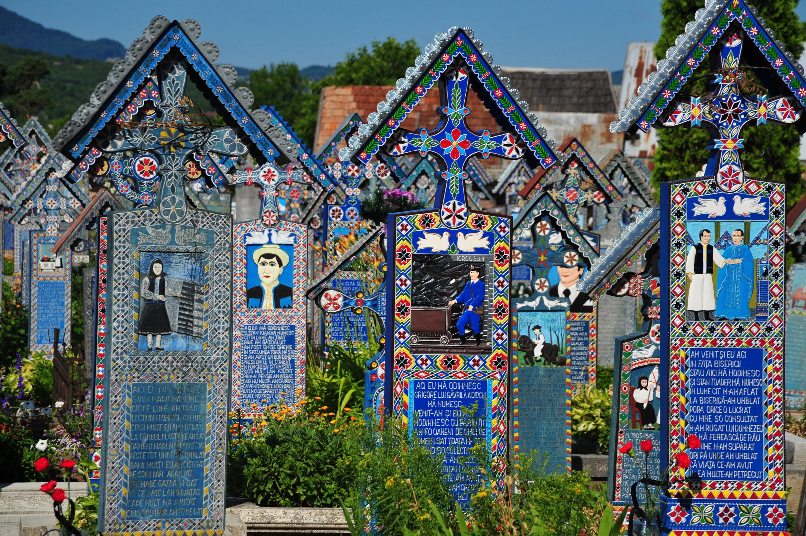 Кладбище в Румынии, которое совсем не похоже на кладбище