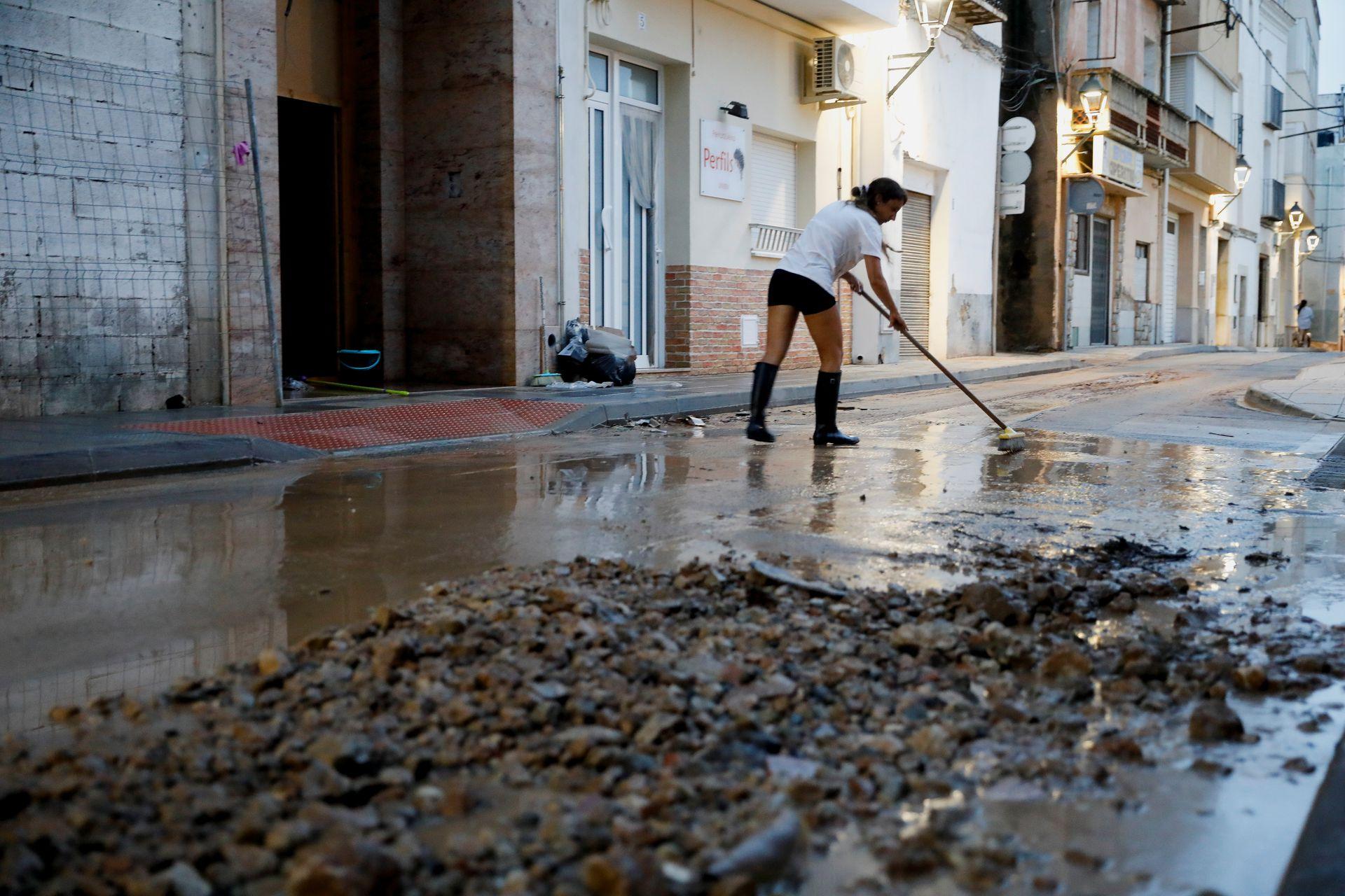 Сносит все. В Испании бушует ливневый шторм — фото и видео