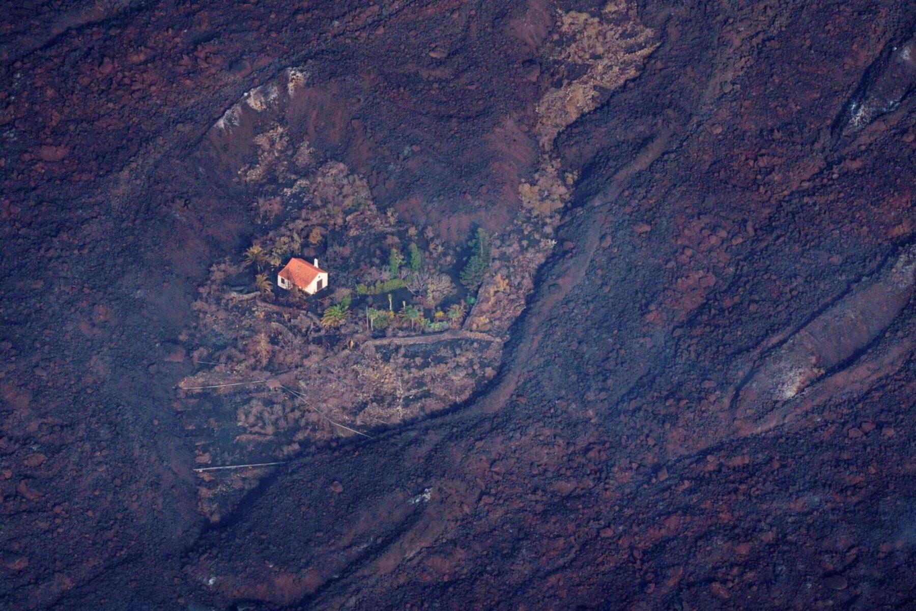 Помните дом, который выстоял против потоков лавы на Канарах? Его больше нет