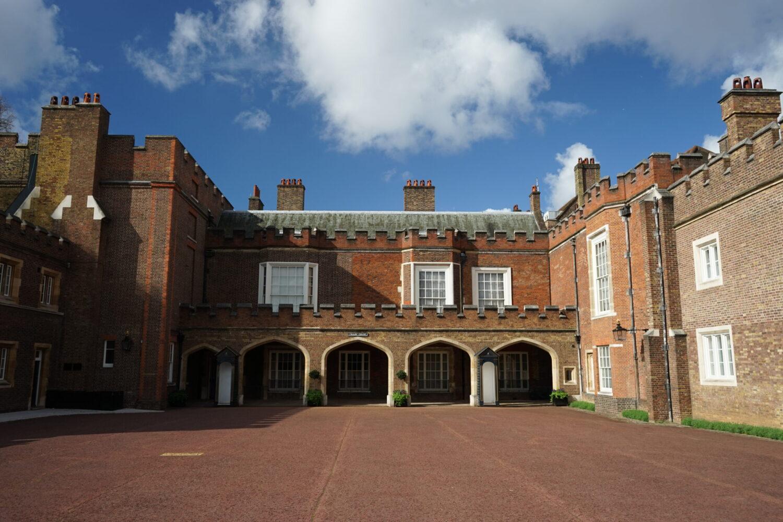 Сент-Джеймсский дворец, старейший в Великобритании. Здесь Чарльза провозгласят королем. Фото – Wikipedia.