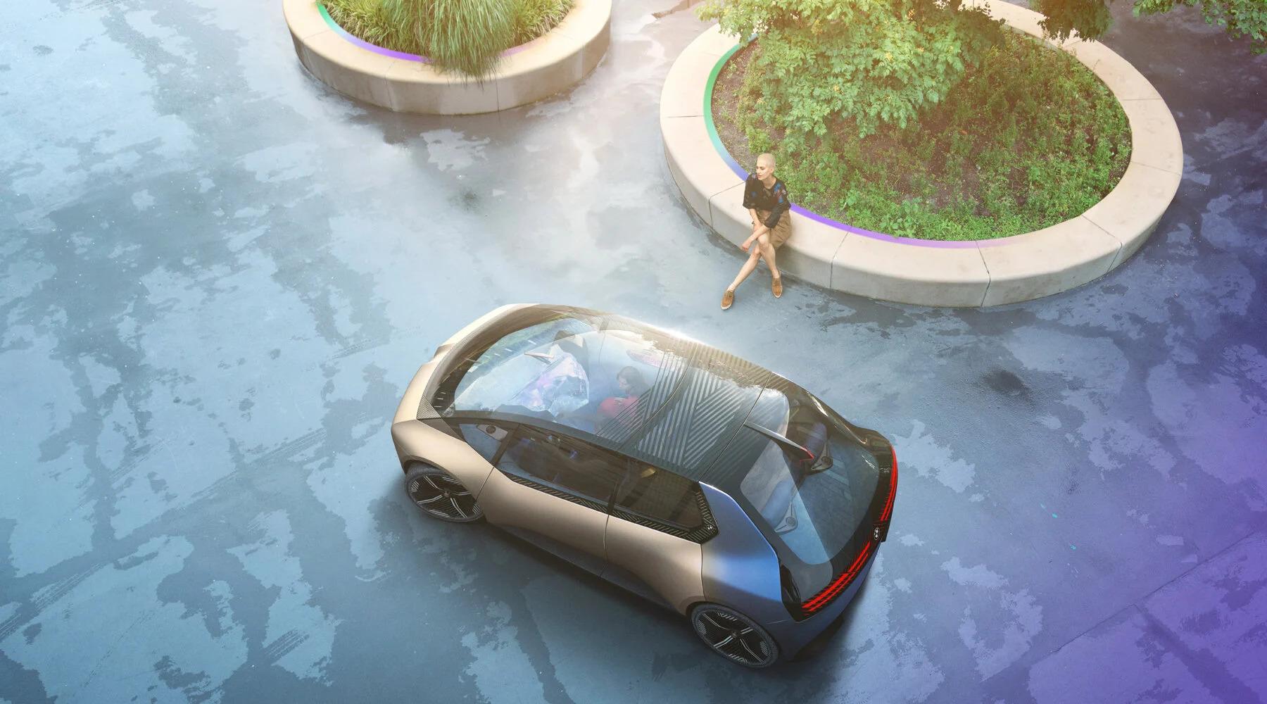 BMW представила первый в мире электромобиль из переработанных материалов