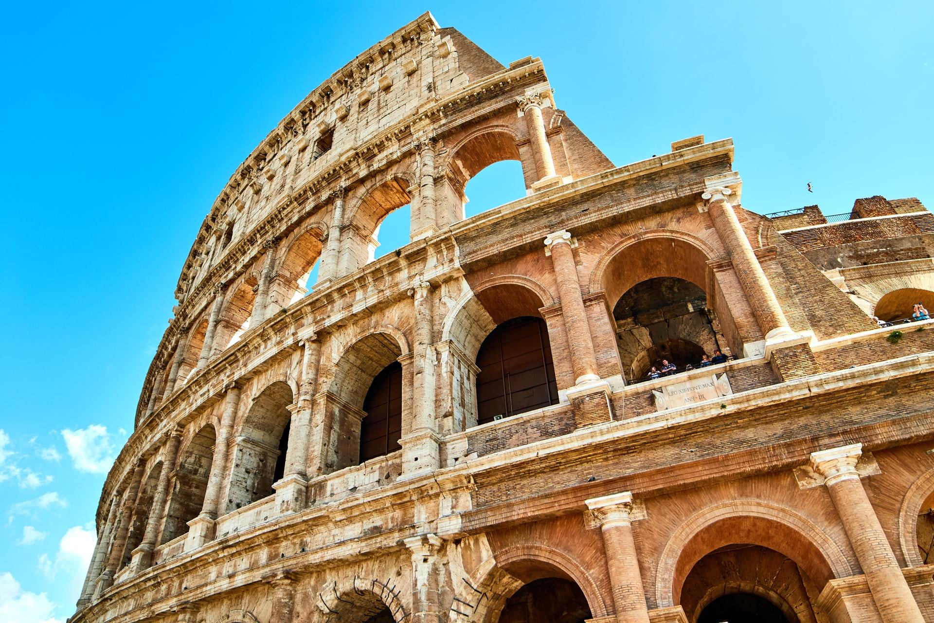 Италия первой в Европе вводит обязательные COVID-паспорта для всех, кто работает