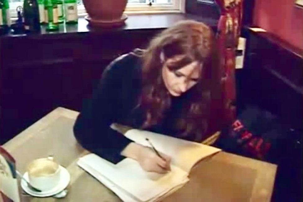 На фото — Джоан Роулинг. Источник — BBC.