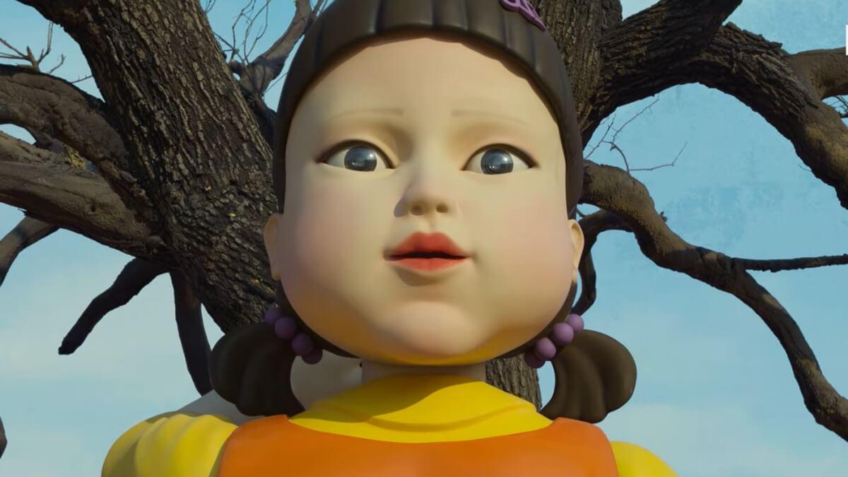Интересно, что фигура девочки — реальна и существовала еще до создания сериала. Она стоит у входа в музей конных экипажей Macha Land неподалеку от Сеула. Скульптуру одалживали для съемок, а затем вернули на место — только почему-то без руки.